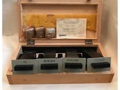 Комплект светоделительных пластиниз комплекта поставкимикроскопа модели Люмам Р-2